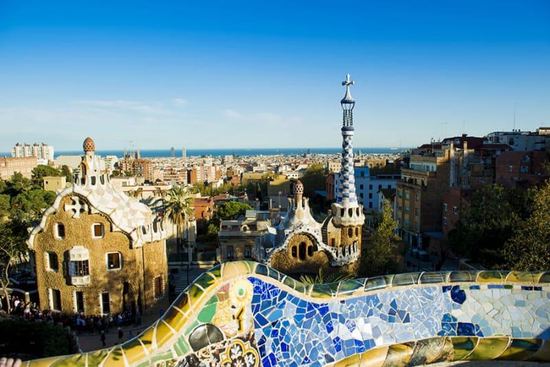 グリム童話にでてきそうなガウディ建築「グエル公園」/スペイン