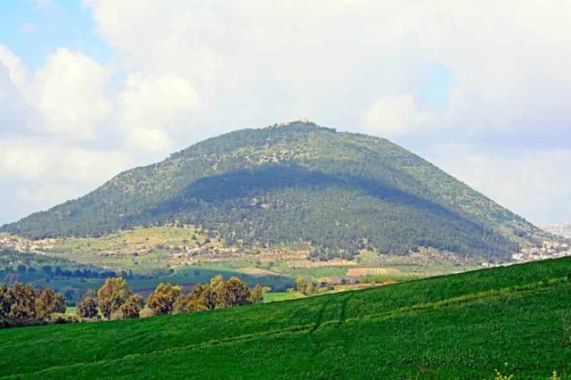 様々な歴史の舞台、タボル山