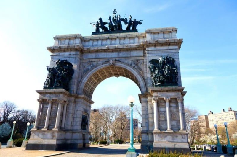 グランドアーミープラザの美しい門