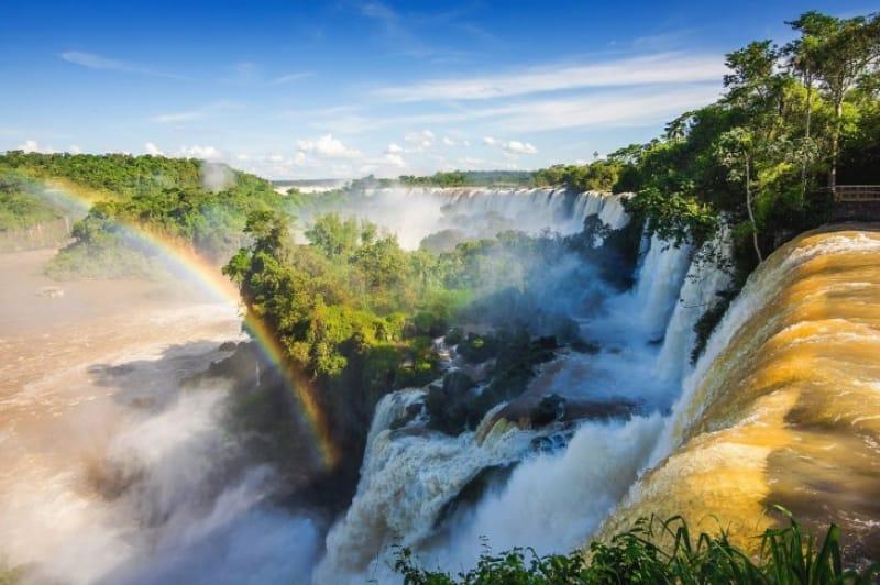 06)世界最大級の大瀑布「イグアス国立公園」(自然遺産・1986年登録)