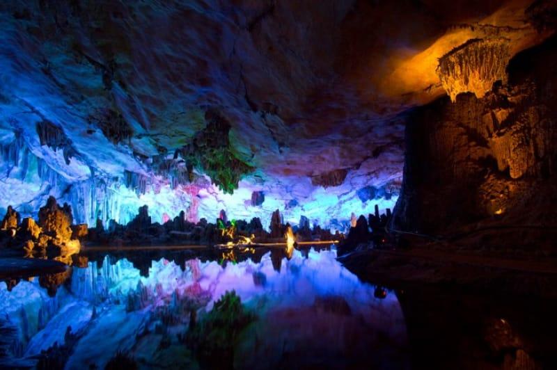 自然が作り出した奇観!芦笛岩の鍾乳洞
