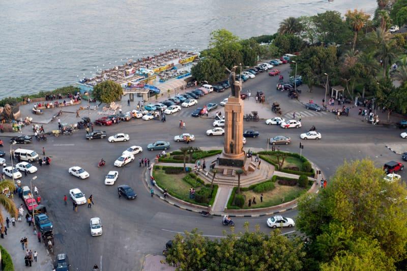 ここはカイロのど真ん中!タハリール広場