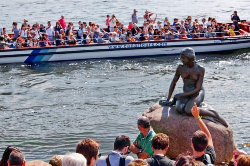 アンデルセン童話の人魚姫の像