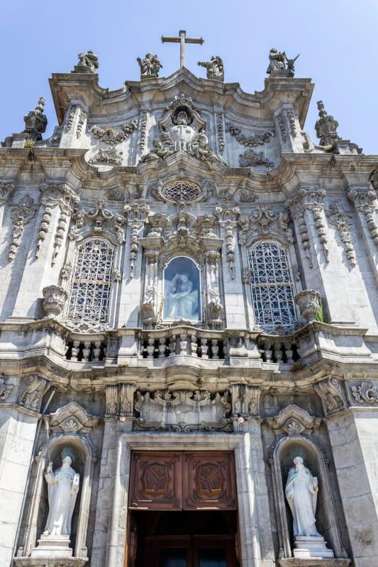 芸術的な装飾の数々が美しいカルモ教会