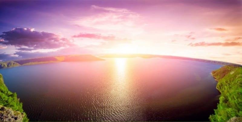 1日の終りを告げる太陽と世界