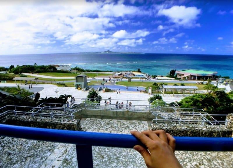 103301:3-1.入口手前は伊江島を見渡せる絶景スポット