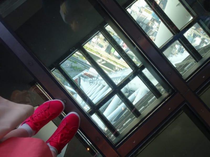 97459:ドキドキするガラス床