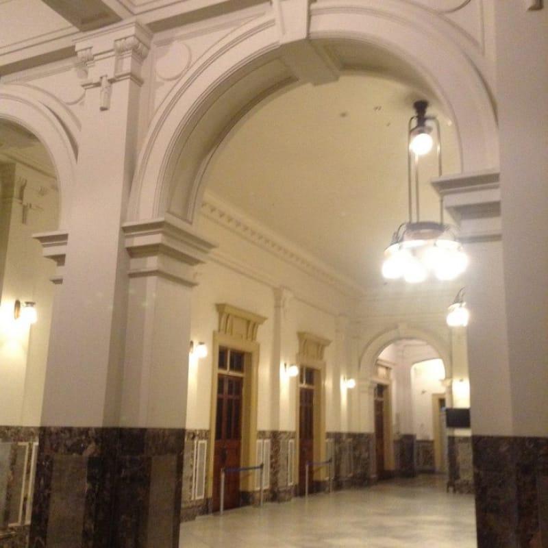 97585:夜の公会堂で特別室を見学
