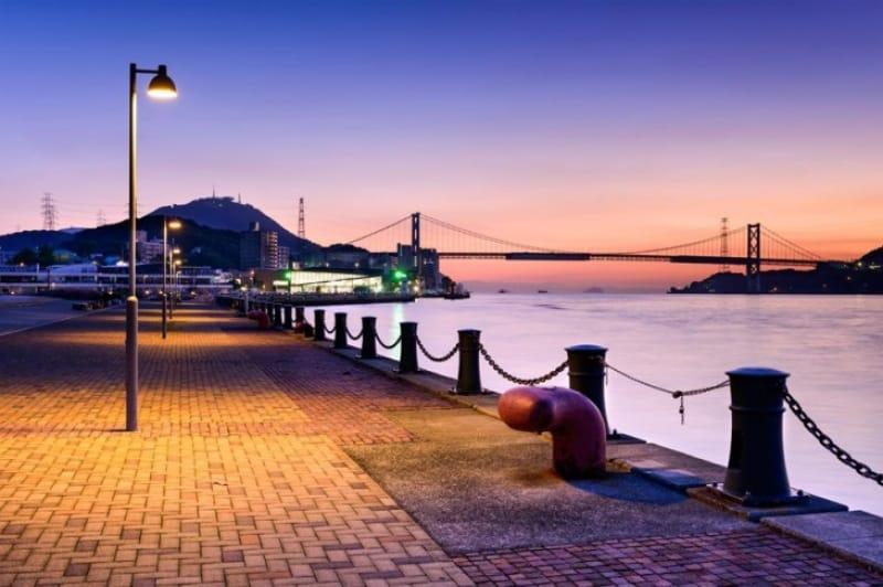 本州と九州を架ける橋・関門海峡