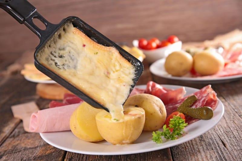 チーズ好きにはたまらないラクレット(reclette)