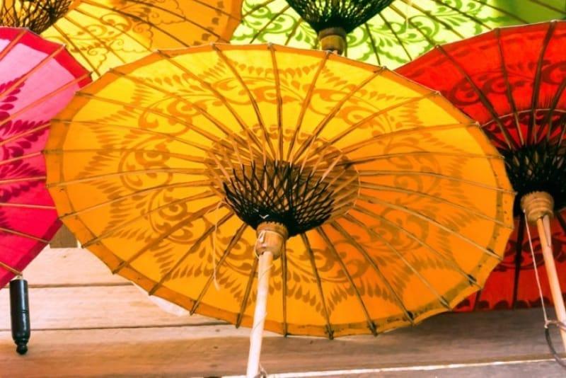 通りがかりの人の目を引くパテイン傘