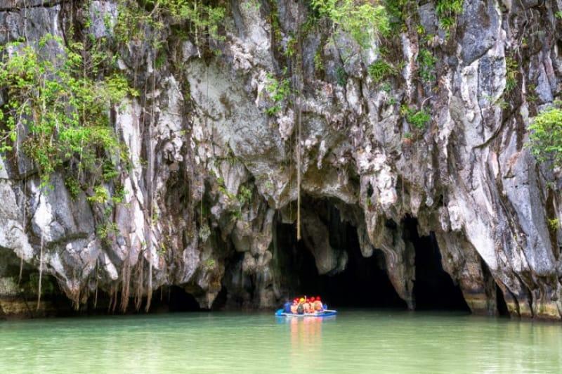 鍾乳洞内を流れる川では世界最大!プエルトプリンセサ地底河川国立公園