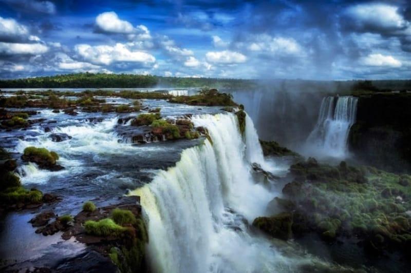水の神様の住まう地、イグアスの滝