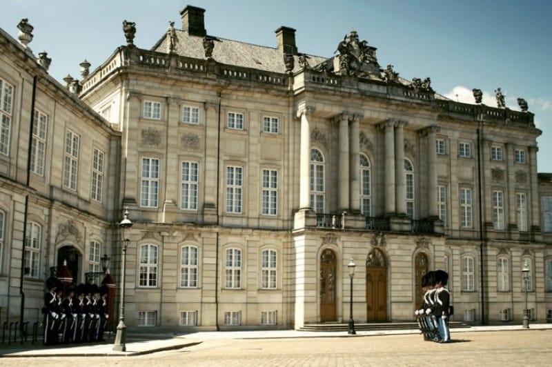 現在も王室が暮らす王宮「アメリエンボー宮殿」