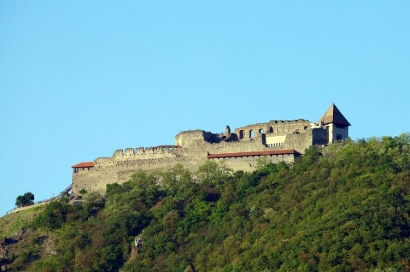 丘の頂に建つヴィシェグラード城