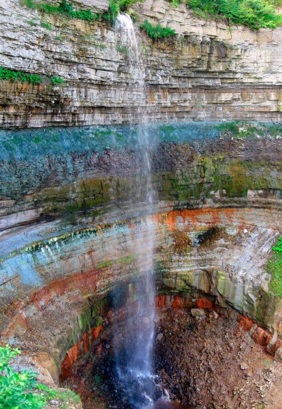 夏と冬で変化を遂げるバラステの滝