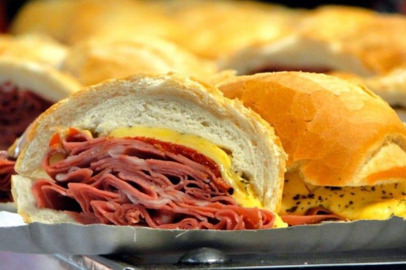 小腹が空いたら伝統のサンドウィッチを