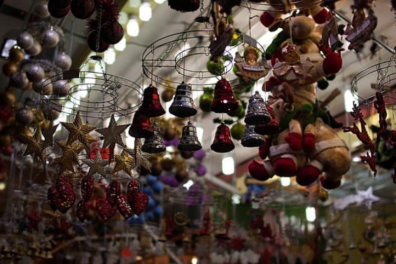 「ナヴォーナ広場」のマーケット