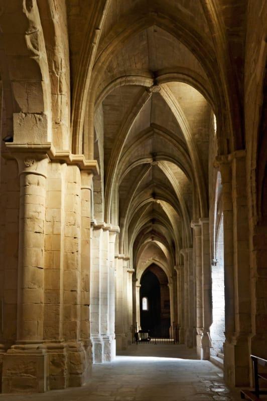 ポブレー修道院は質素な修道院