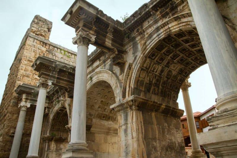アンタルヤの歴史の番人・イスケレ・モスク