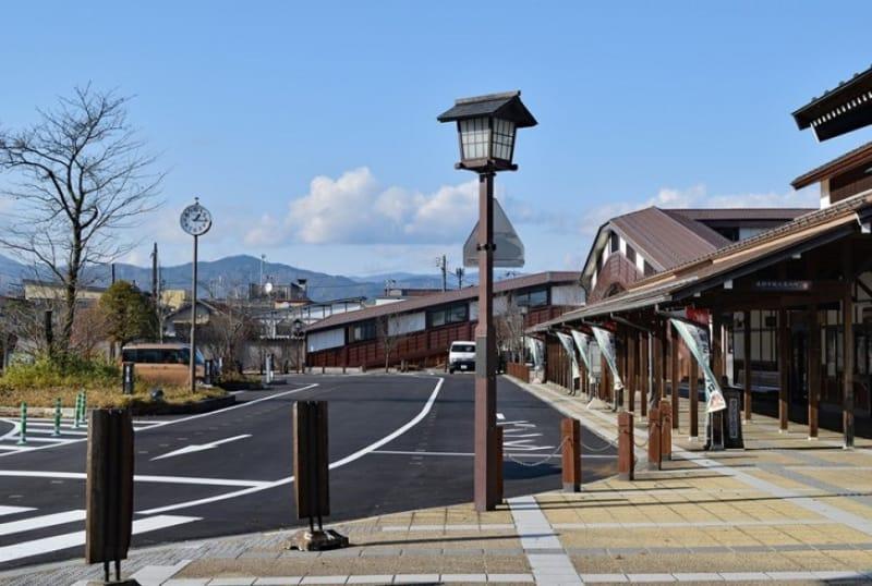 糸守町の聞き込みシーンにあった「飛騨古川駅前タクシー乗り場」