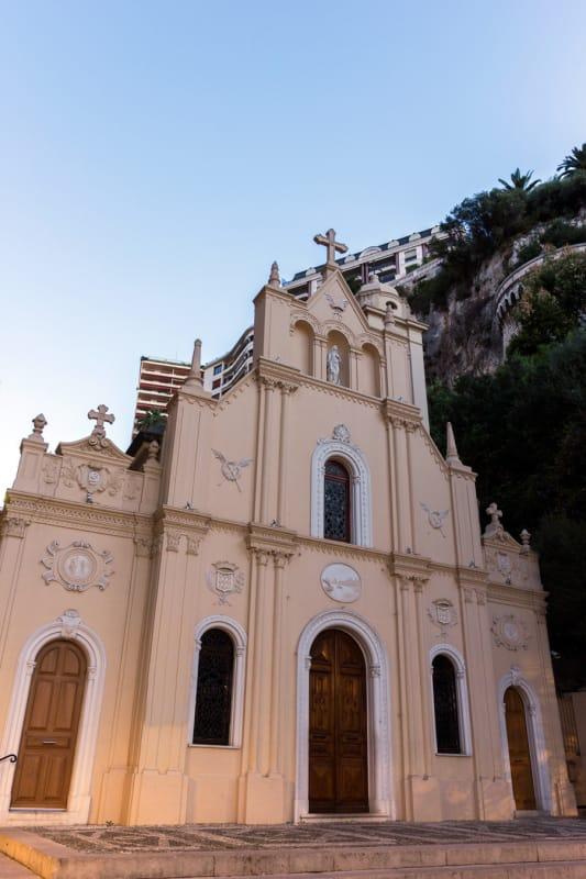 守護聖人を祀る サント・デヴォト教会