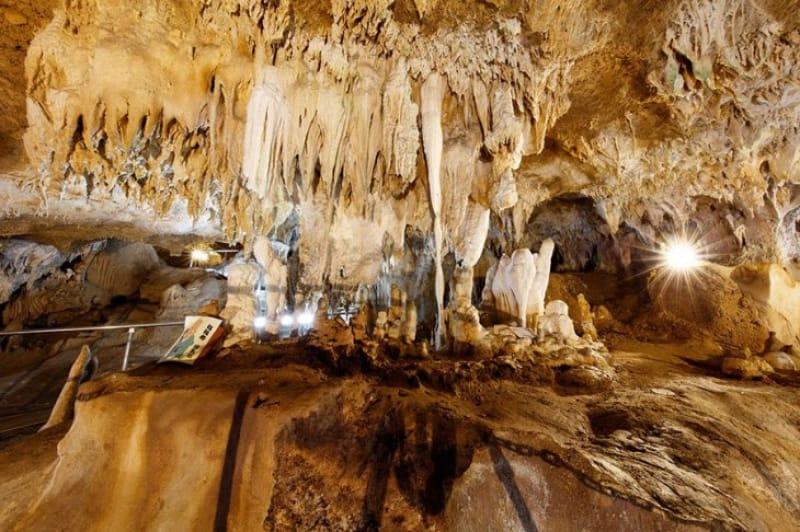 神秘的な世界広がる石垣島鍾乳洞