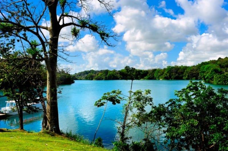 パナマの人工湖、ガトゥン湖