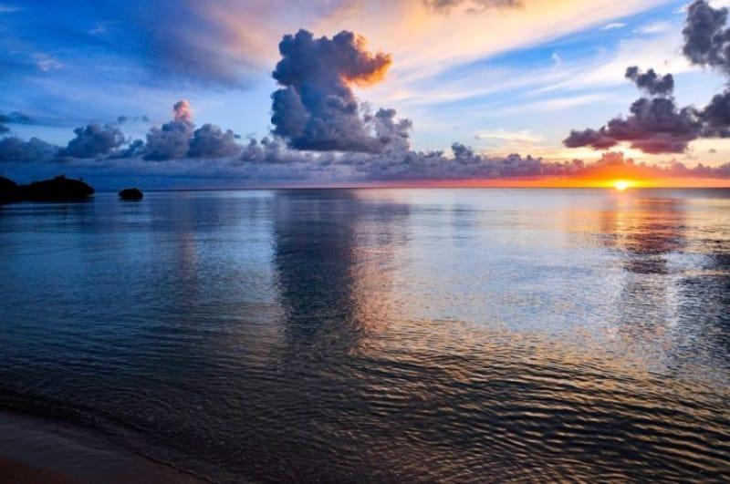 観光疲れは砂浜でのんびり癒す