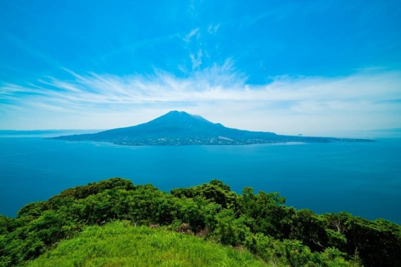 周囲をほとんど海に囲まれた開聞岳も指宿市内にあります