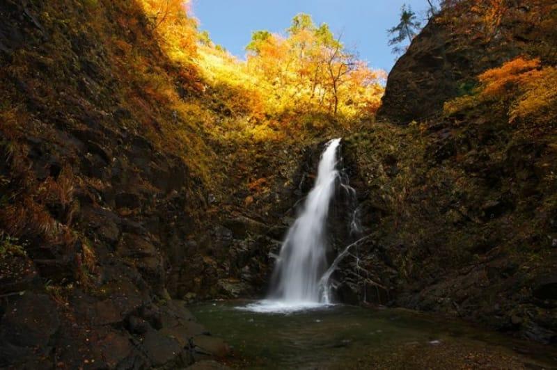 雄大な3本の滝・暗門の滝