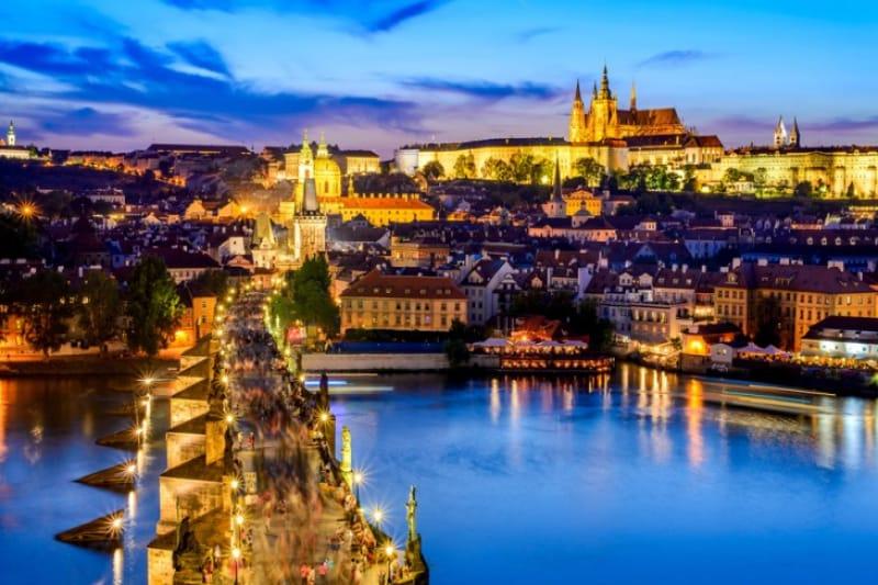中世にタイムスリップ!「プラハ城」と「カレル橋」