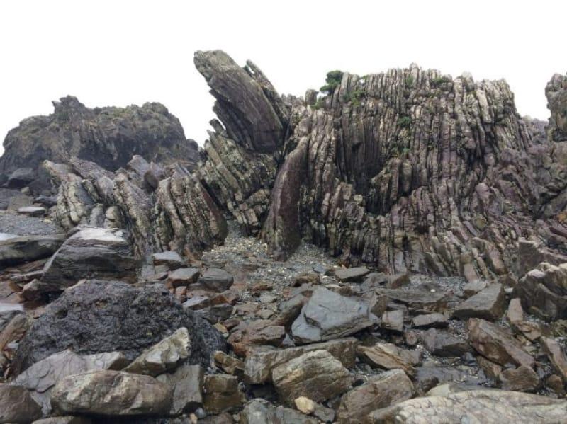 94166:特異な岩の形に思わず足が止まります。