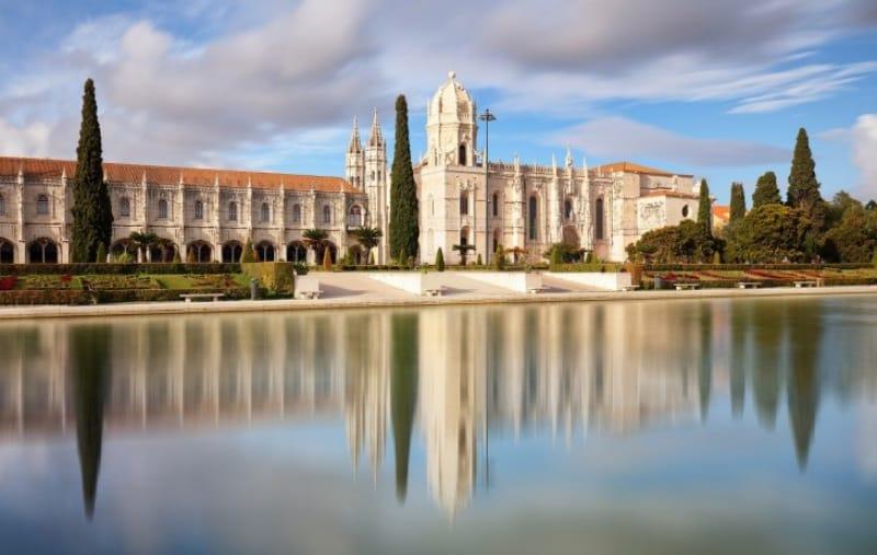 大航海時代の栄光を称える巨大建造物「ジェロニモス修道院」