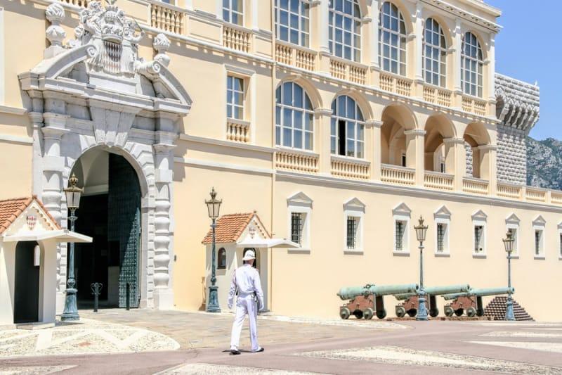 衛兵交替の儀式が行われる 大公宮殿