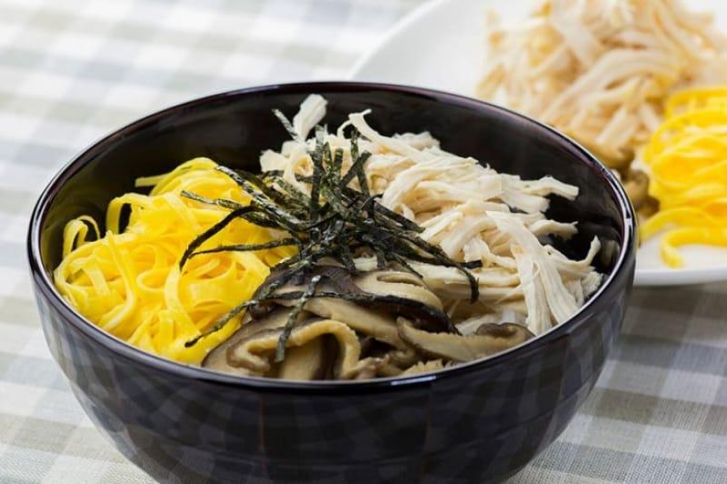奄美大島のご当地グルメを食べる