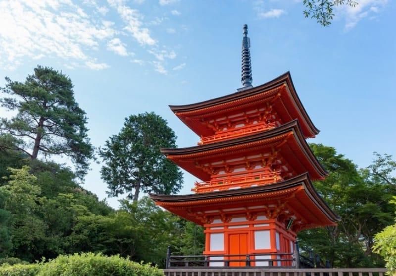 (7)舞台からみえる塔、「子安塔」