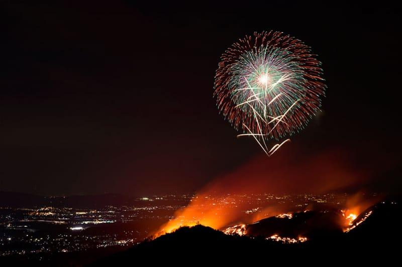 奈良で冬花火と伝統行事を味わう『若草山焼きと花火』