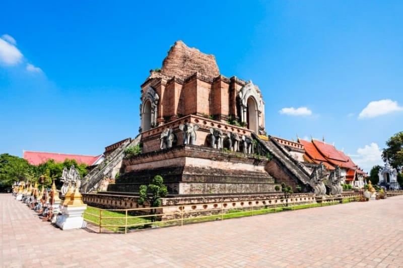 格式高い寺院 ワット・チェディ・ルアン