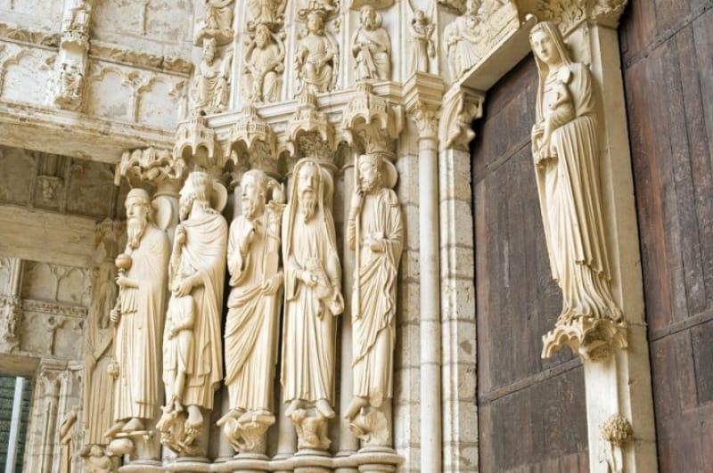 多彩な表情の聖人たち