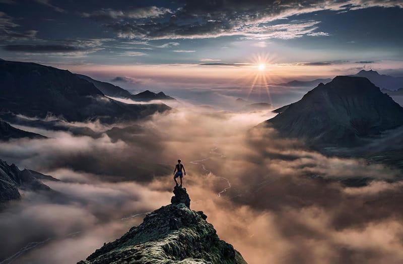 #31. 岩の上にのぼり、サーズモークで夕日を眺めます