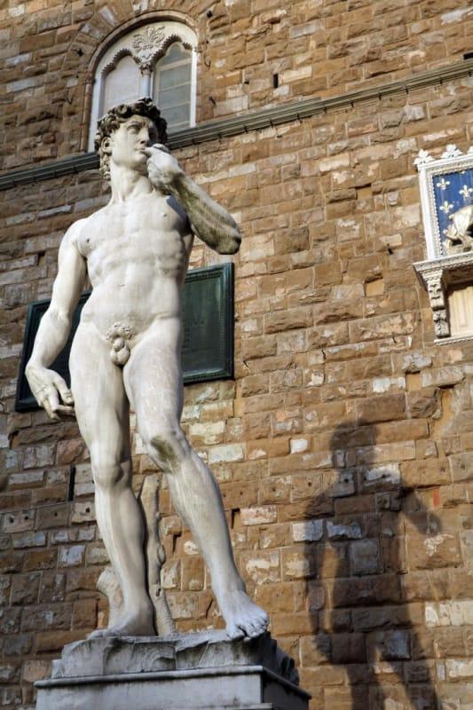 フィレンツェを象徴するダヴィデ像とメディチ家