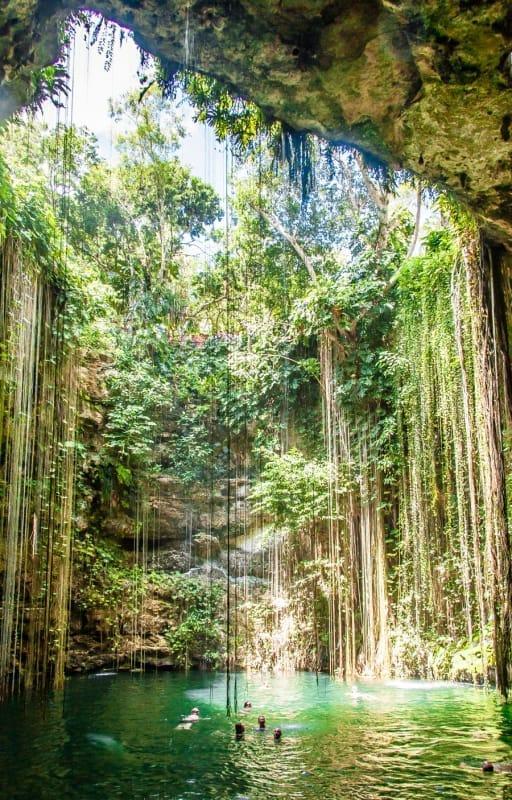チチェン・イツァの聖なる泉