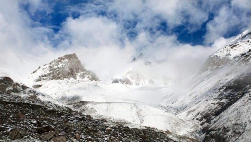 雄大な山々の景勝地「アラ・アルチャ自然公園」