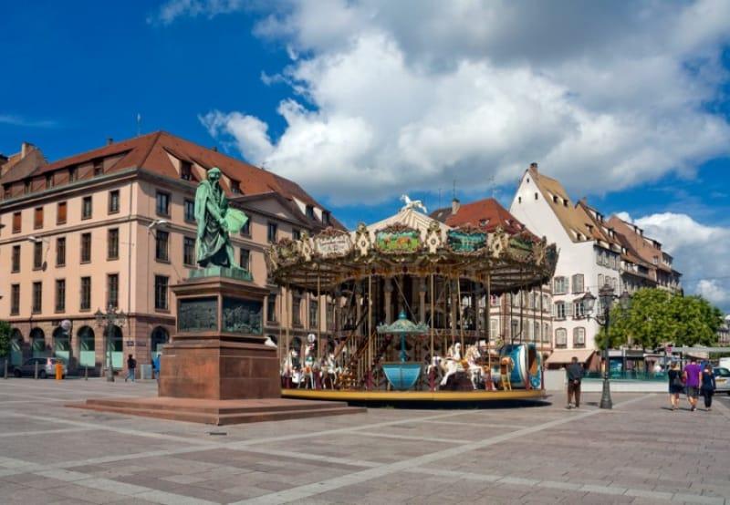 中世の行政の中心「グーテンベルク広場」