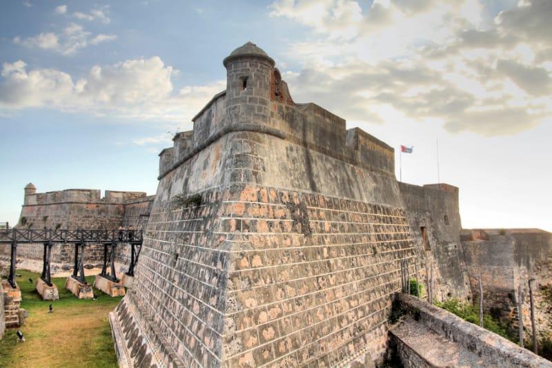 海賊から町を守ったサン・ペドロ・デ・ラ・ロカ城
