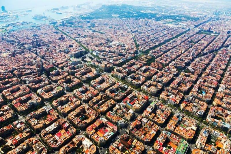 整然と並ぶバルセロナの街並み。