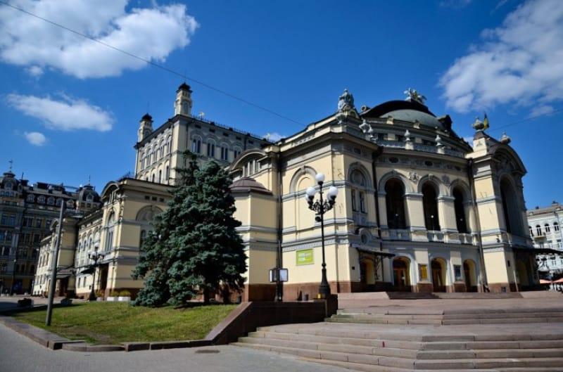 キエフ・オペラの中心