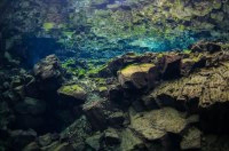 美しすぎるダイビングスポット『シルフラ』。世界中のダイバーを虜にするアイスランドの湖 | wondertrip