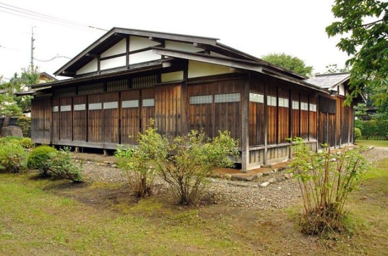 弘前の武家屋敷をご覧あれ「仲町伝統的建造物群保存地区」